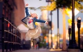 Картинка город, прыжок, девочка, danielle waage