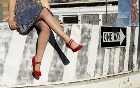 Обои девушка, ноги, туфли