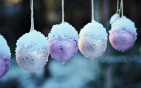 Обои снег, шары, ёлочные игрушки