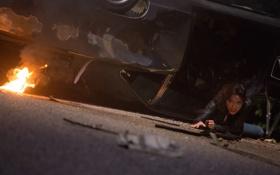 Картинка машина, авария, девушка, брюнетка, Мишель Родригес, Michelle Rodriguez, Форсаж 6