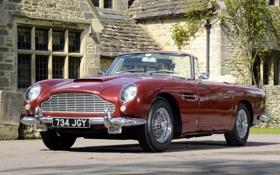 Обои красный, дом, Aston Martin, классика, передок, Астон Мартин, воланте