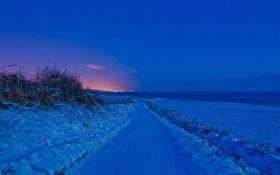 Обои небо, дорога, зарево, зима, снег, вечер, огни
