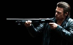 Картинка оружие, фильм, актер, брэд питт, ограбление казино