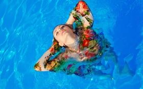Обои девушка, одежда, мокрая, бассейн