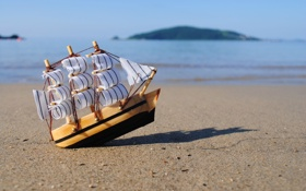 Обои берег, игрушка, корабль, паруса, кораблик