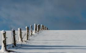 Картинка зима, поле, облака, снег, забор, тень, ферма