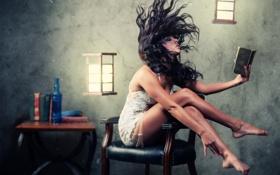 Обои девушка, комната, волосы, книги, фонари, стул