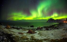 Обои море, ночь, камни, побережье, бухта, северное сияние, залив