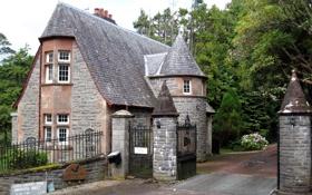 Картинка деревья, дом, башня, деревня, двор, шотландия