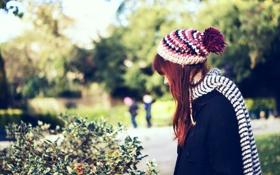 Картинка девушка, парк, шапка, шарф, рыжая, боке