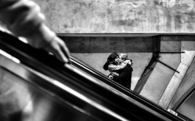 Обои subway, hand, couple, person, love