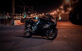 Обои ночь, город, огни, чёрный, suzuki, black, bike
