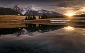 Обои вода, солнце, отражения, горы, вечер, Карпаты, Татры