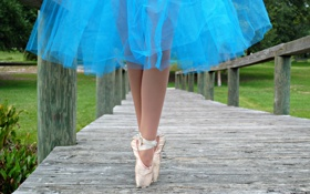 Обои мост, ноги, юбка, балерина, пуанты