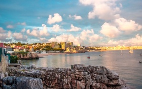 Картинка море, камни, побережье, дома, яхты, Португалия, Cascais