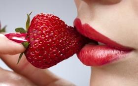 Обои еда, клубника, губы, красные, ногти