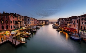 Картинка море, город, огни, люди, здания, дома, лодки