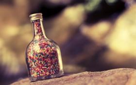 Обои шарики, бутылка, драже
