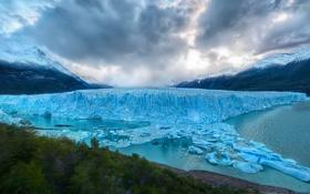 Обои ледник, лес, небо, вода, природа, склон, горы