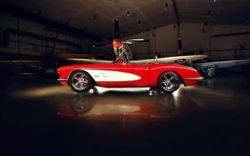 Обои красный, тюнинг, ангар, corvette, полумрак, шевроле, диски