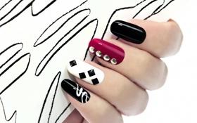 Обои фон, стразы, пальцы, ногти, маникюр