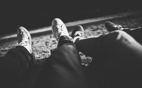 Картинка ноги, кеды, черно-белое