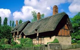 Обои крыша, небо, облака, дом, забор, Англия, двор