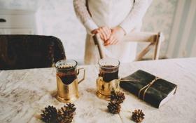 Картинка стол, чай, книга, стаканы, шишки