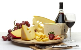 Картинка вино, бокал, бутылка, сыр, клубника, виноград, нож