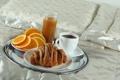 Картинка кофе, апельсин, завтрак, сок, постель, поднос, круассан