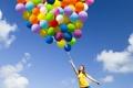 Картинка небо, девушка, облака, радость, воздушные шары, шатенка, маечка