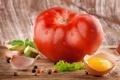 Картинка зелень, капли, яйцо, перец, желток, помидор, чеснок