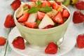 Картинка яблоко, киви, клубника, банан, мята, салат