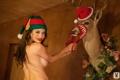 Картинка улыбка, шапка, рождество, олень, брюнетка, тату