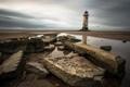 Картинка небо, вода, облака, камни, берег, маяк, отлив