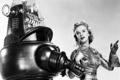 Картинка девушка, ретро, робот, костюм, микрофон