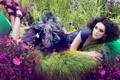 Картинка поле, трава, цветы, перья, актриса, туфли, мех