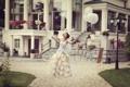 Картинка девушка, шарики, брюнетка, позирует, в платье