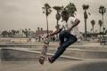 Картинка город, пальмы, люди, прыжок, скейтбординг, скейтборд, городских