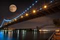 Картинка город, река, ночь, мост, луна