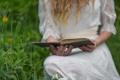 Картинка трава, девушка, книга