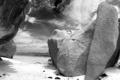 Картинка песок, скалы, черно-белое фото
