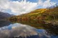 Картинка осень, лес, облака, горы, озеро, отражение