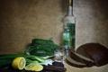 Картинка лимон, хлеб, нож, натюрморт, водка, огурцы