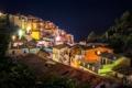 Картинка ночь, огни, дома, крыши, Италия, Manarola