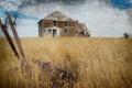 Картинка поле, девушка, дом, стиль