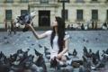 Картинка девушка, улица, голуби