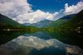 Картинка небо, облака, горы, озеро, отражение, зеркало, хижина