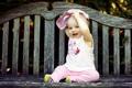 Картинка взгляд, скамейка, улыбка, ребенок, малыш, зубки, дитя