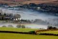 Картинка туман, поля, дома, утро, долина